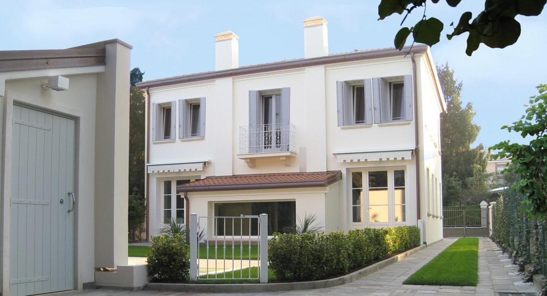 Casa con piscina ristrutturazione casa anni 39 30 for Ristrutturare case antiche