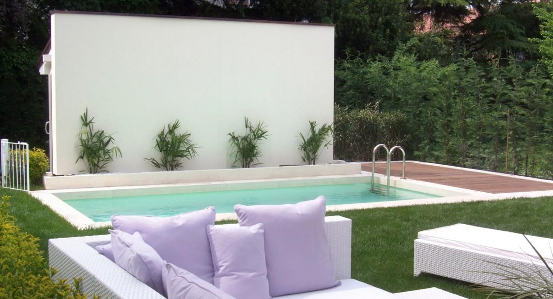Casa con piscina ristrutturazione casa anni 39 30 - Giardino con piscina ...